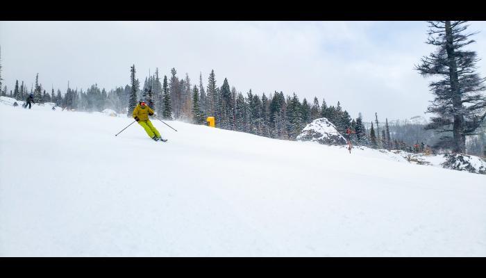 skiers making turns