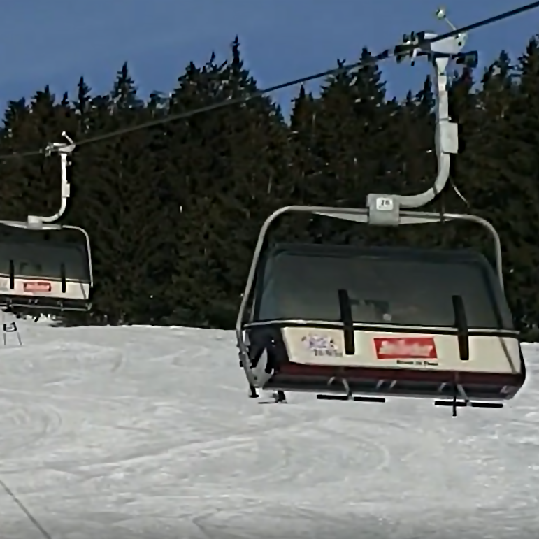Bubble chairlift with cover down
